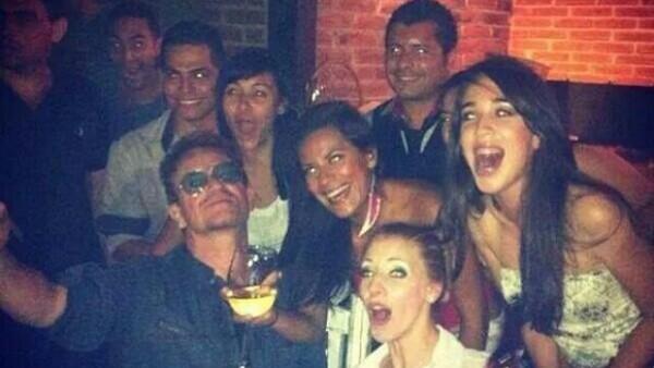 A su paso por Baja California Sur, a donde la banda viajó para celebrar el cumpleaños de George Clooney; Bono, The Edge y Larry dieron un concierto sorpresa en un pequeño bar local.
