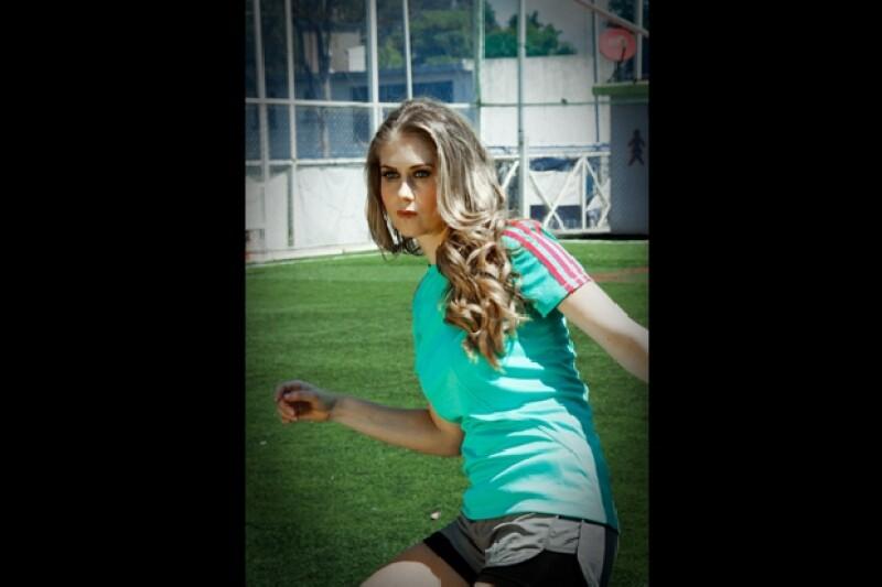 Ingrid Martz domina el balón como profesional