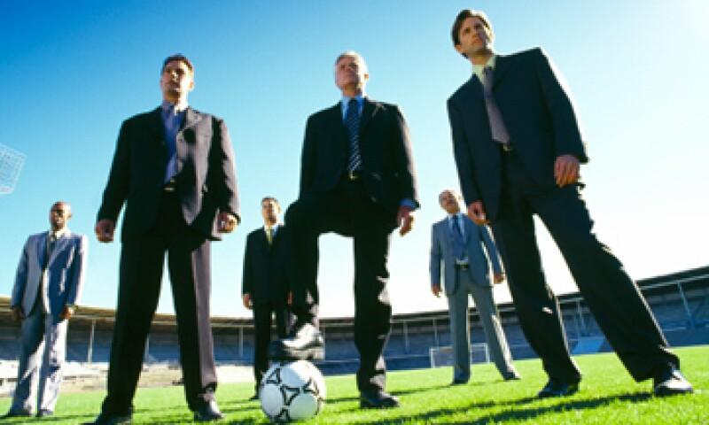 Además de promover a sus jugadores entre directivos y entrenadores, los promotores como Guillermo Lara también los presumen con patrocinadores y anunciantes. (Foto: Archivo)