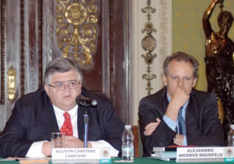Agustín Carstens y Alejando Werner en Palacio Nacional durante el anuncio del recorte de gasto. (Foto: Notimex)