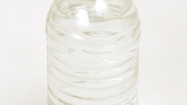 BOTELLA RECICLADA. La resina de pet  reciclado se utiliza para fabricar nuevas botellas y envases grado alimenticio