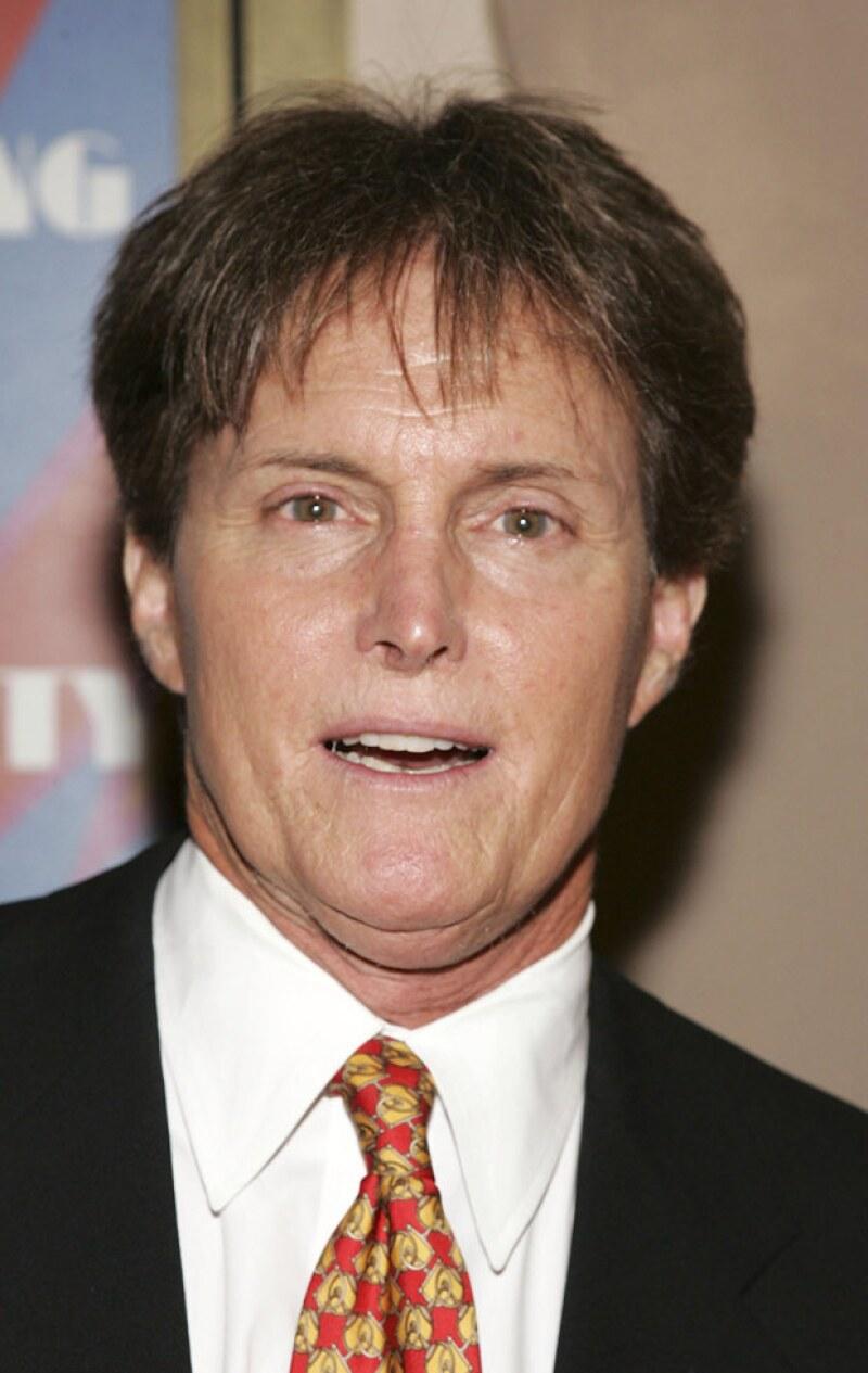 Bruce Jenner de nuevo con el cabello corto.
