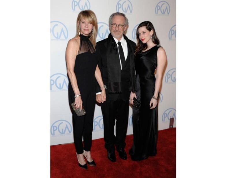 La pareja de artistas desfilaron en la alfombra roja de los premios que otorga el gremio de productores de cine.