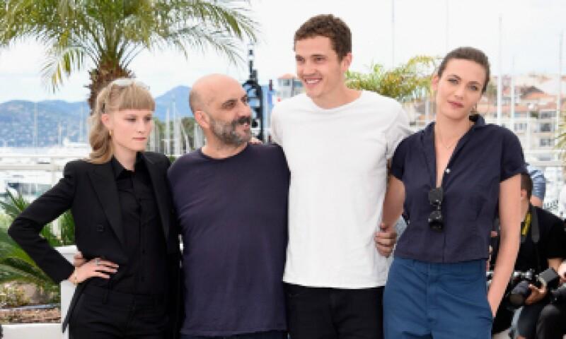 Gaspar Noé posa en Cannes junto a los actores de su más reciente cinta. (Foto: Getty Images )