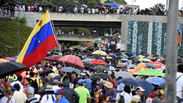 """Opositores realizan """"plantón"""" en las calles de Venezuela"""