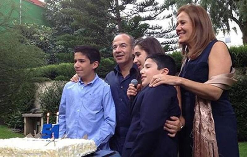 `Muy festejado nuestro querido @FelipeCalderon ayer en su comida cumpleañera. Gracias por convidarnos, tuiteó el senador Javier Lozano´.