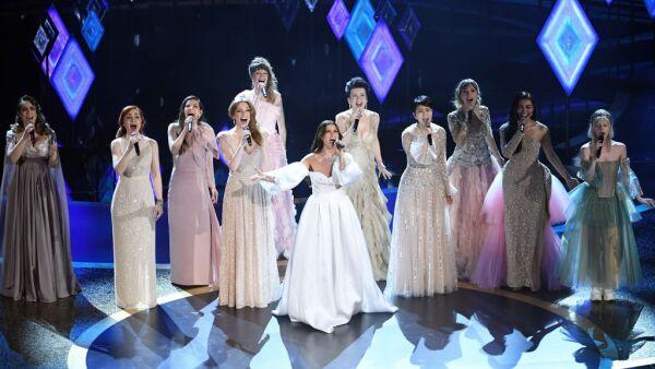 Las nueve actrices de doblaje se apropiaron del escenario del Dolby Theatre.