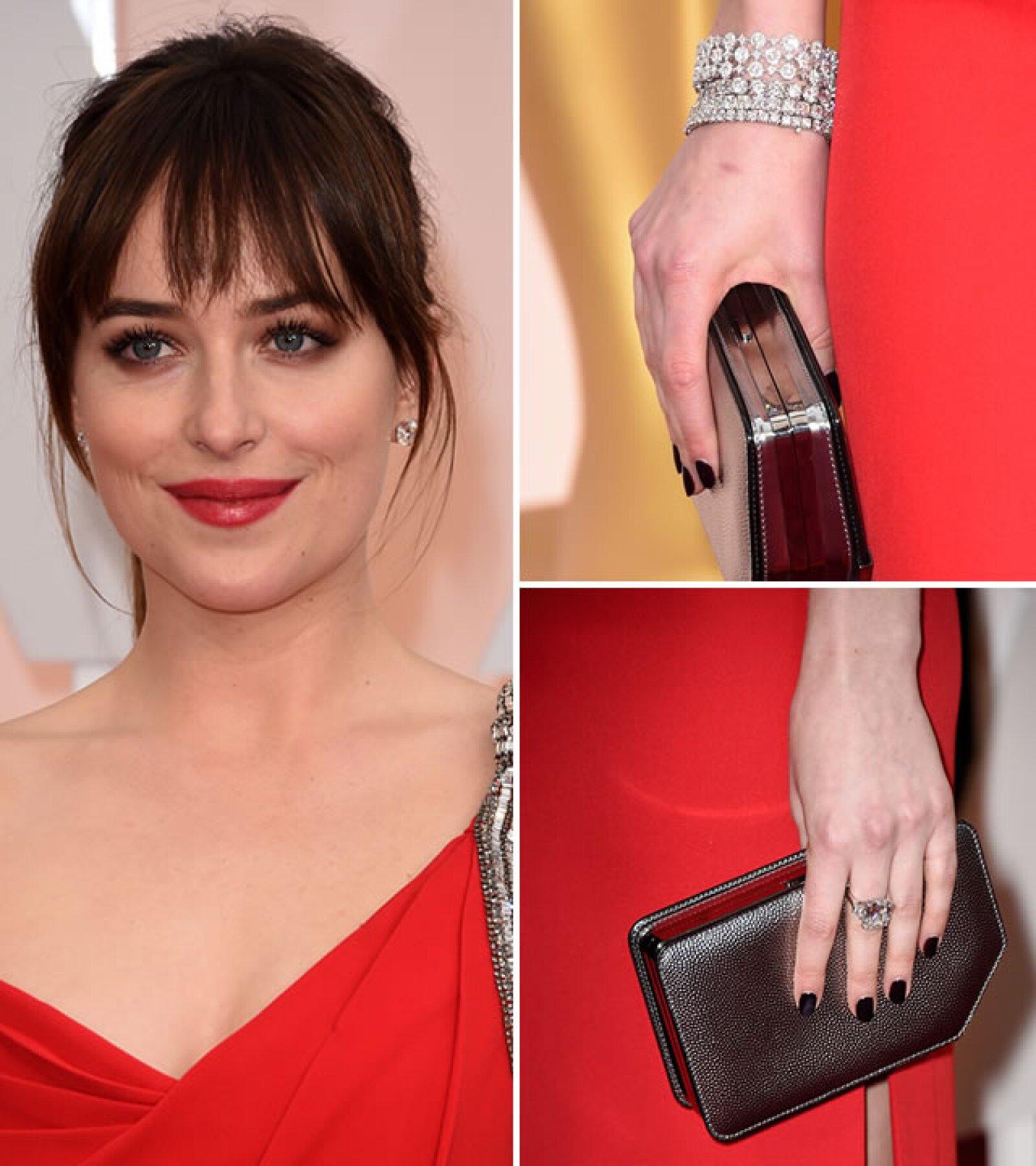 Una de las actrices que más lució en los Oscar, Dakota Johnson, usó aretes y pulseras de Forevermark Diamonds, superando los $2 millones de dólares y los 28k.