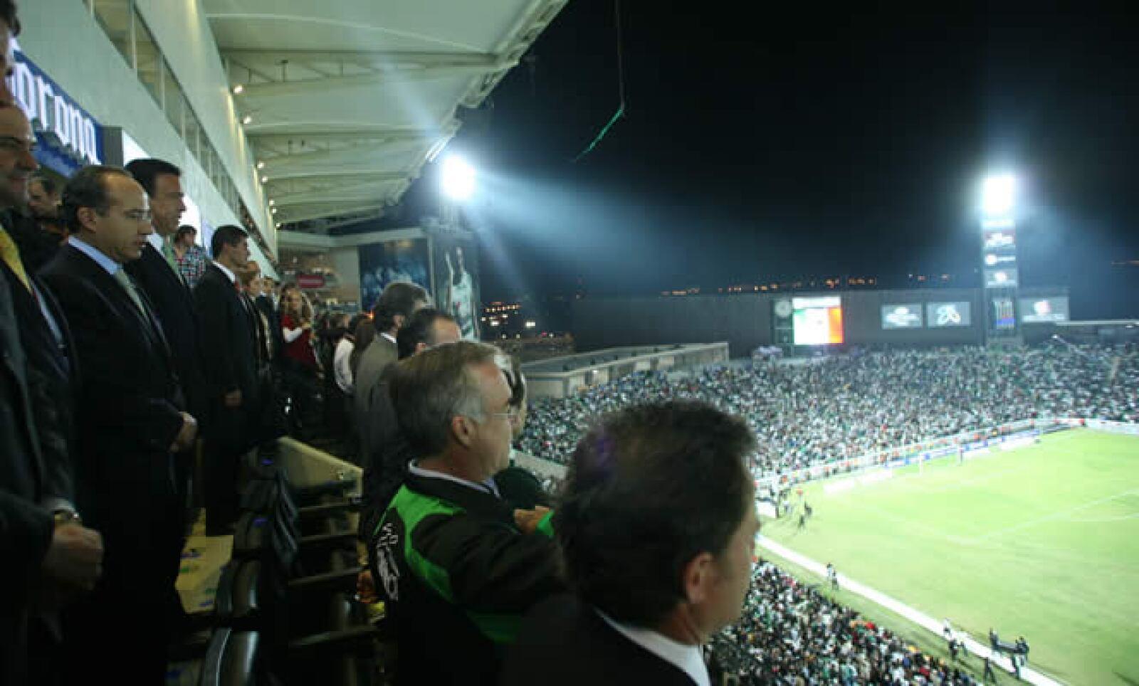 """El presidente Felipe Calderón Hinojosa inauguró el miércoles el estadio """"Territorio Santos Modelo"""", la casa del equipo de futbol de los Guerreros de Santos Laguna, que estrenaron ante el Santos de Brasil."""