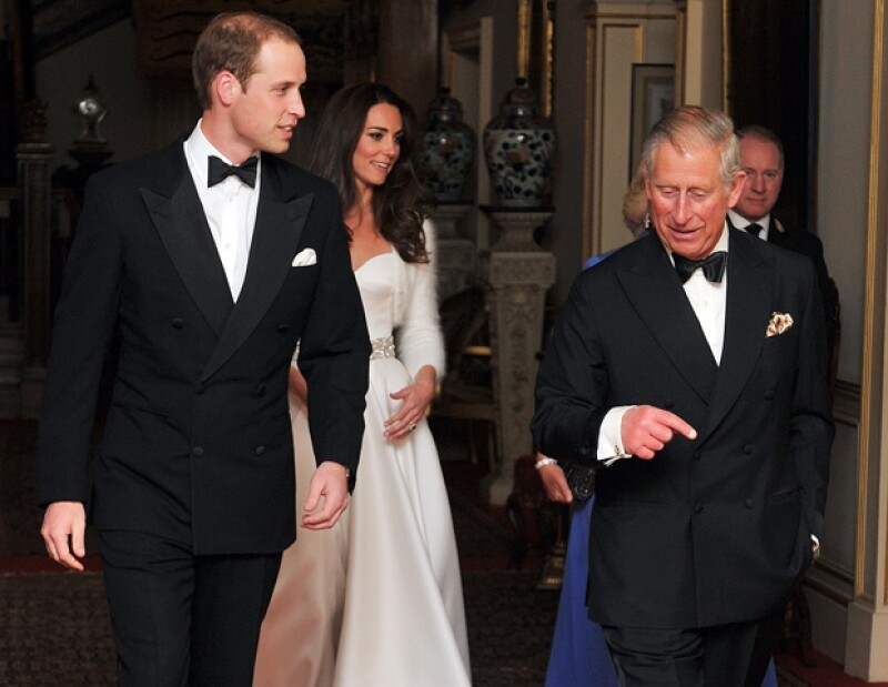 """Siempre """"moderno"""", el príncipe Carlos, papá del novio, ofreció una cena privada seguida de un baile, para celebrar la boda de su hijo con Kate Middleton."""