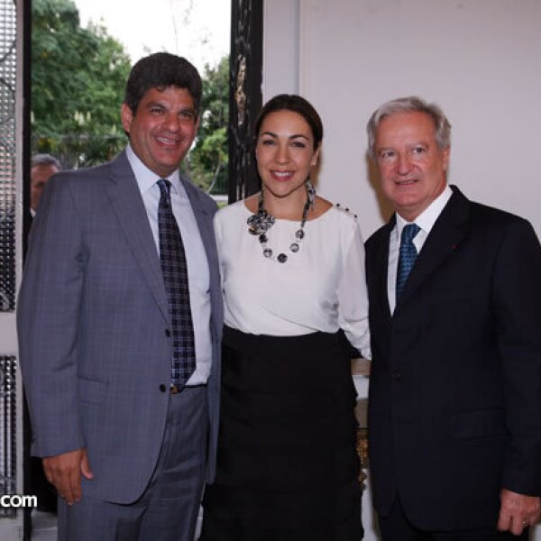 Isidoro Ambe,Cristina Pineda y Daniel Parfait