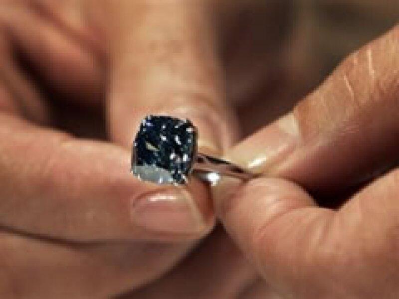 La piedra está montada en un anillo de platino. (Foto: AP)