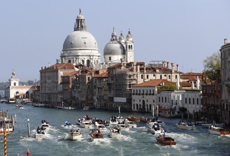Este domingo George y Amal Alamuddin disfrutaron de un brunch a las dos de la tarde en el hotel Cipriani de la mágica Venecia junto a sus invitados.