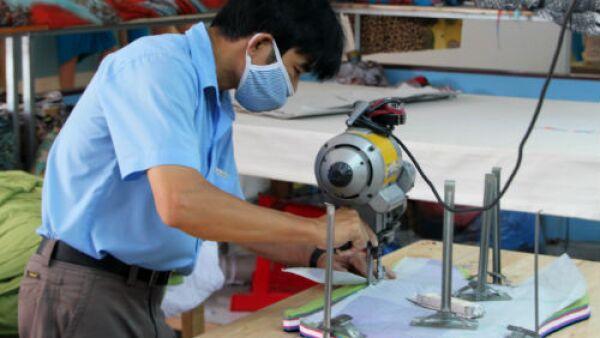 industria del vestido cortador de piezas