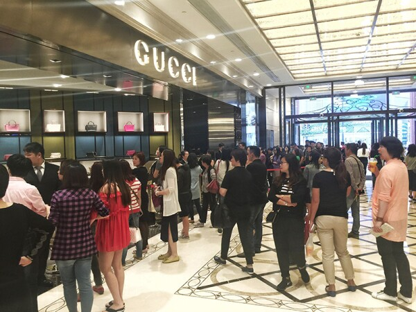 Long queues as Gucci cut prices in China - 27 May 2015
