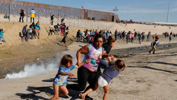 inmigrante - Inmigrante con camiseta de Frozen - Fronzen