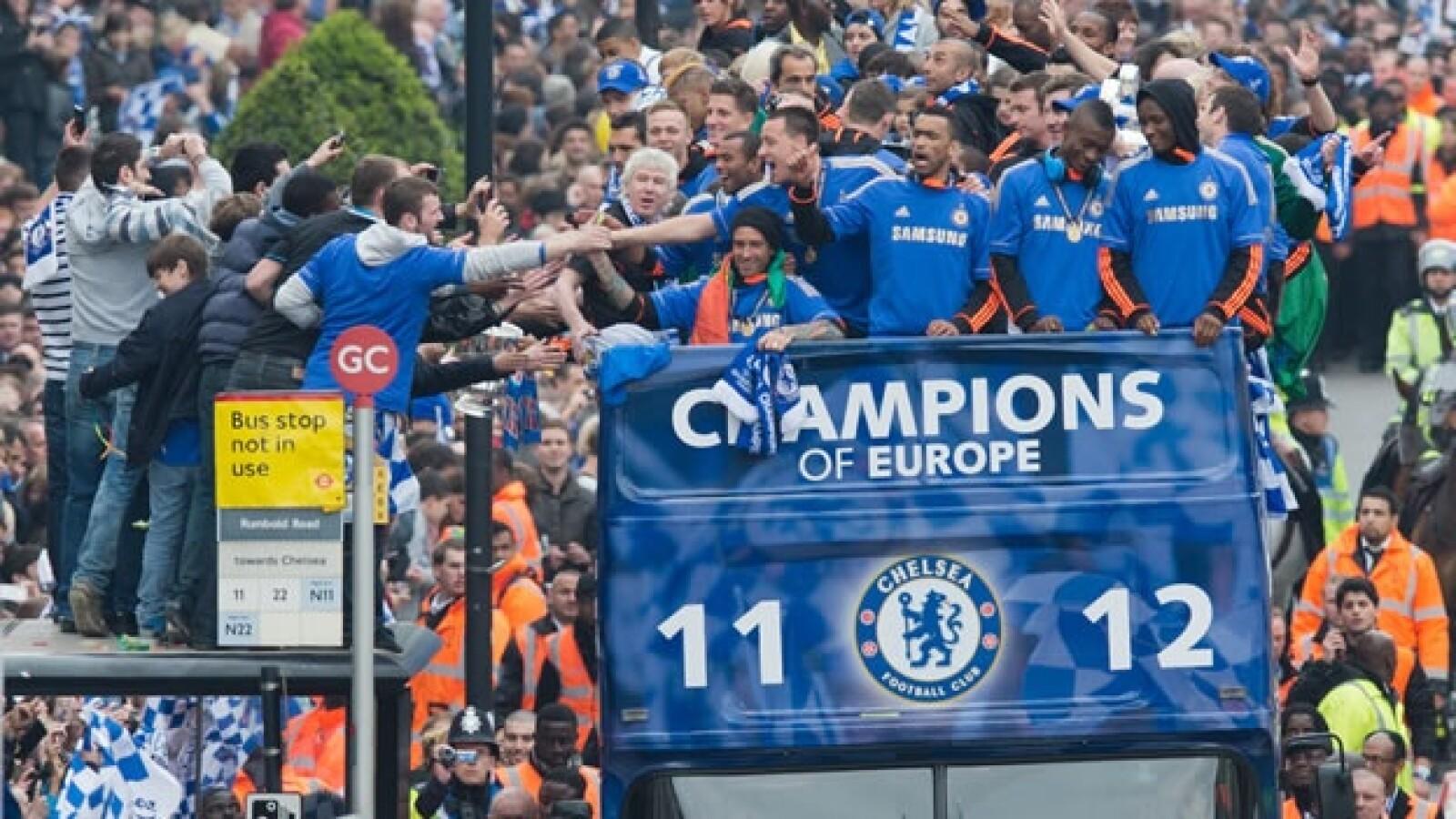 El Chelsea desfila por Londres