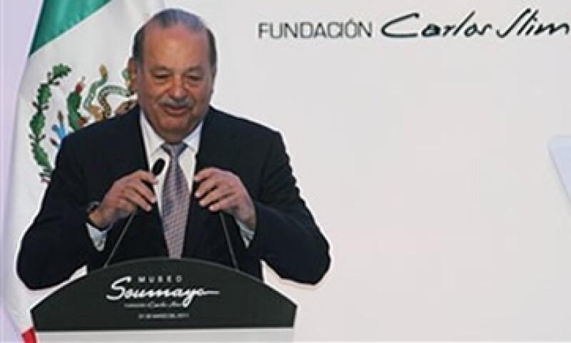 Los analistas prevén que Telmex reciba el permiso para ofrecer TV en 2012 o 2013. (Foto: AP)