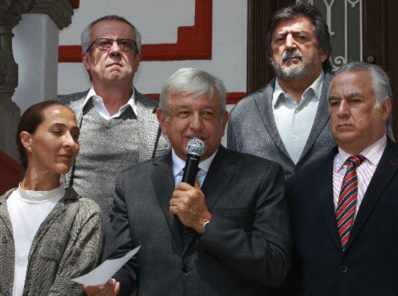 Andr�s Manuel L�pez Obrador e integrantes de su futuro gabinete