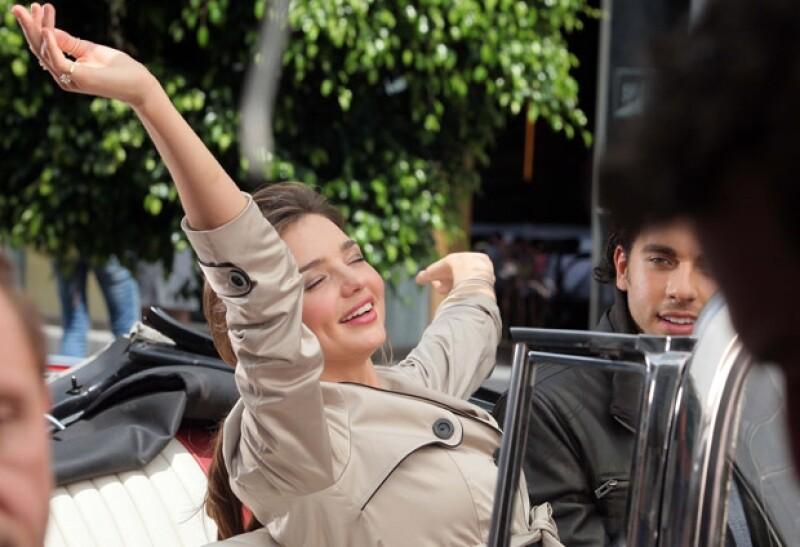 Miranda lució muy bella y sencilla durante la filmación del comercial en la Alameda Central.