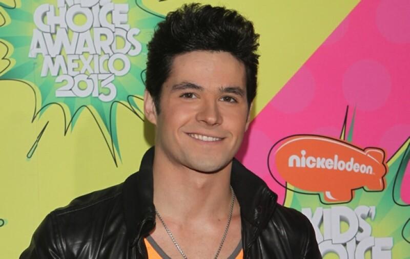 Eleazar Gómez estuvo en la alfombra naranja de los Kids Choice Awards México que se llevaron a cabo el pasado 31 de agosto.