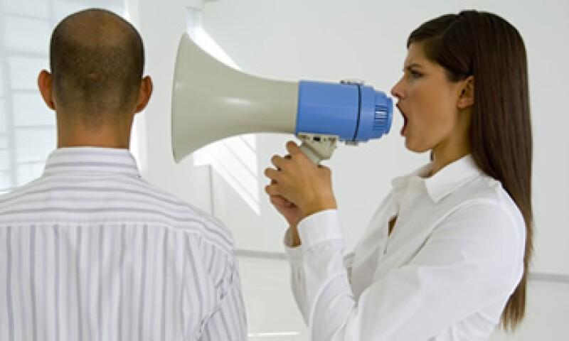 Las malas relaciones en el trabajo pueden surgir por chismes, rumores, presión de los superiores, problemas con los resultados finales y ego profesional. (Foto: Thinkstock)
