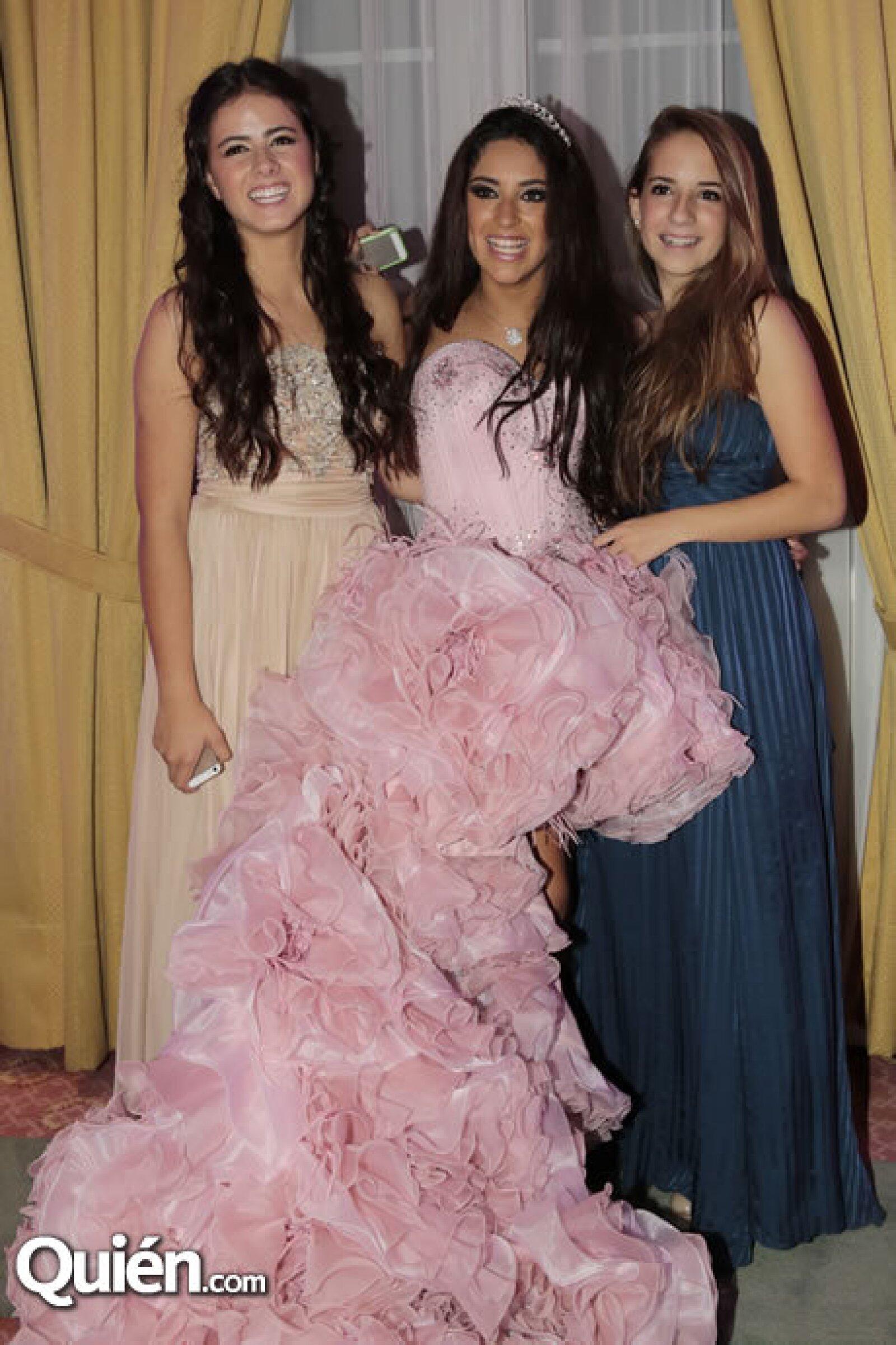 Nicole Peña,María Teresa Ealy,Fernanda Graf