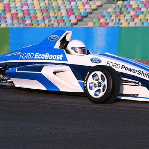 Su chasis tubular de acero es certificado por la FIA. Tiene estructuras de choque delanteras y traseras de fibra de carbón, paneles laterales de intrusión, sistema de protección para la cabeza, asiento desmontable y cuerdas para las llantas.