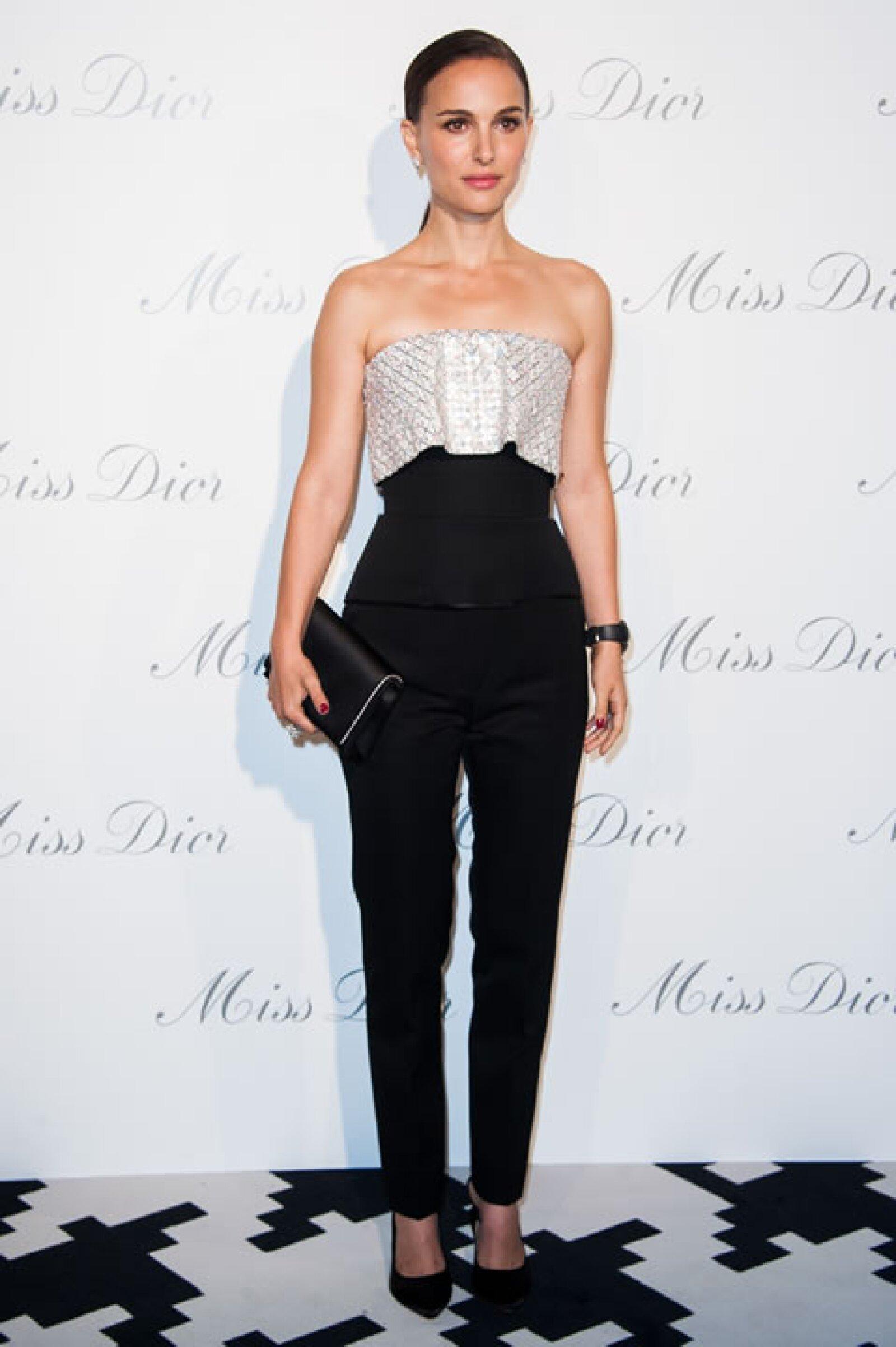 Natalie Portman, exitosa y versátil actriz mide 1.60 mts de altura.