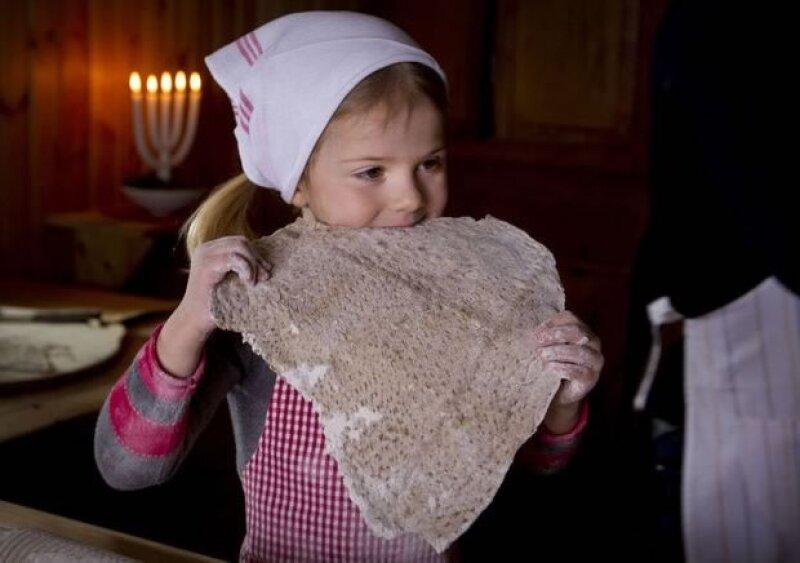 La princesita, hija de Victoria y Daniel de Suecia, es la protagonista del video de Navidad de su familia, en la que una vez más vuelve a llamar la atención por su simpatía.
