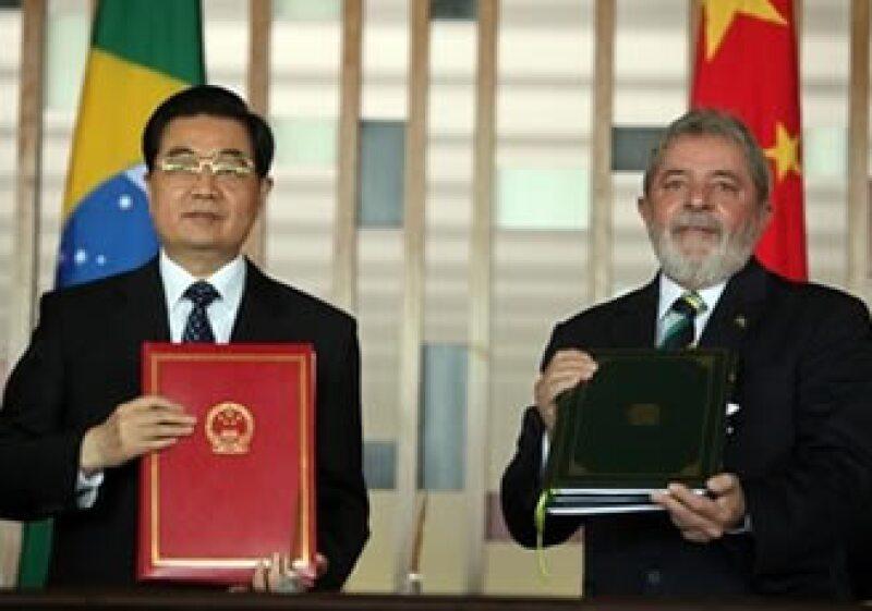 Los mandatarios Hu Jintao, de China, y Luiz Inácio Lula da Silva, de Brasil, firmaron el plan conjunto. (Foto: AP)
