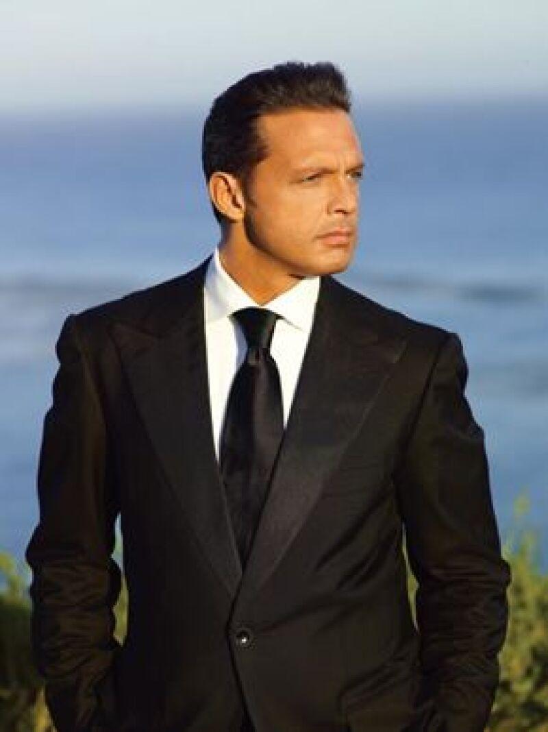 El cantante mexicano llegó al país sudamericano para sus cuatro conciertos, pero las autoridades no le permitieron ingresar algunos alimentos que transportaba en su jet privado.