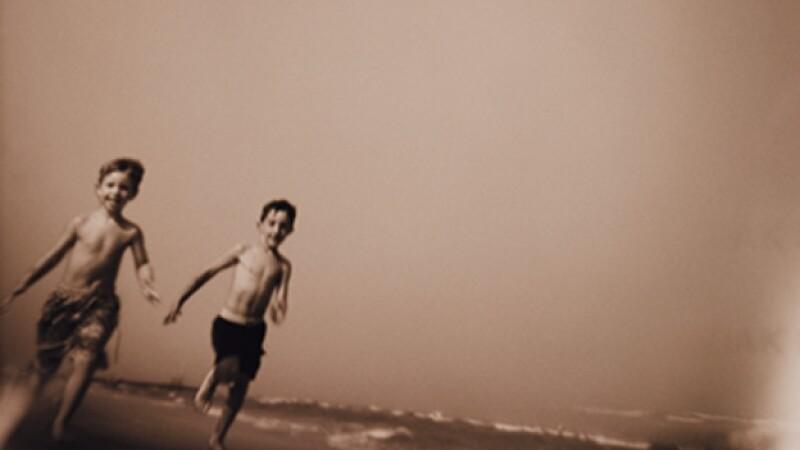 recuerdo memoria nino corriendo playa
