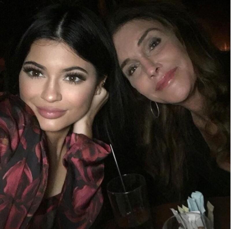 Kylie compartió esta fotografía del inesperado encuentro con su papá, convertido ahora en Caitlyn Jenner.