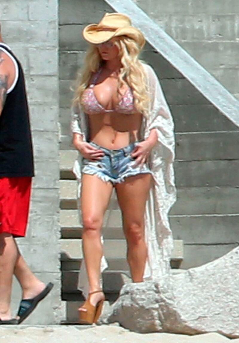 La cantante está de vacaciones en nuestro país, donde ha sido vista robando suspiros con sus sexys curvas.