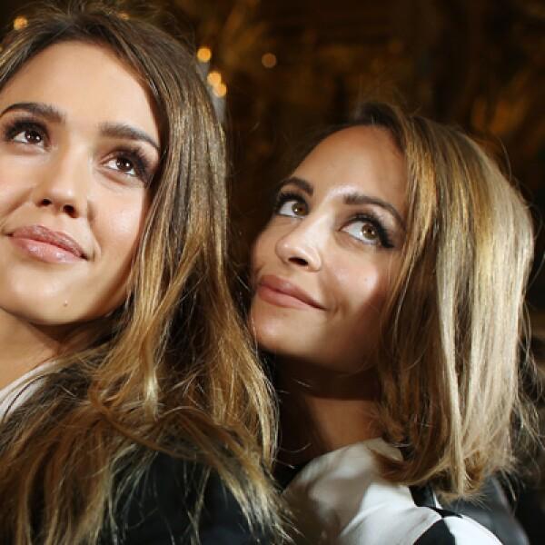 Entre las invitadas a presenciar la pasarela estuvieron la actriz Jessica Alba y la diseñadora Nicole Richie.