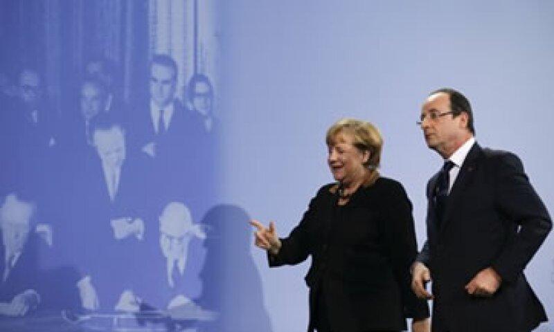 Merkel y Hollande se reunieron ante el quincuagésimo aniversario del pacto del Elíseo.  (Foto: Reuters)