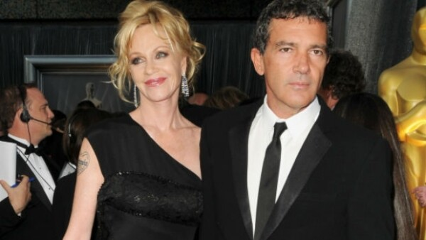 A más de un año de haber anunciado su separación, la ex pareja por fin firmó los papeles de divorcio, terminando así con 18 años de matrimonio.