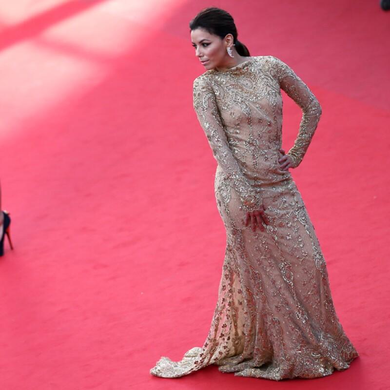 La sexy latina lleva apareciendo en importantes eventos desde el 2005 y sus looks clásicos pero dramáticos siempre terminan colocándola en las listas de mejores vestidas.