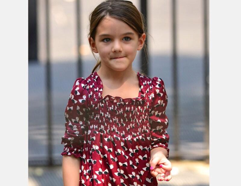 """La hija de Tom Cruise y Katie Holmes inició este mes sus estudios de una segunda lengua en """"Avenues: The World School"""", su colegiatura anual es de 40 mil dólares."""