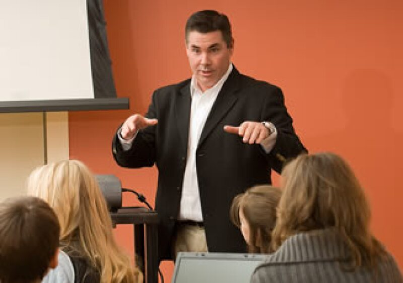En los tiempos difíciles, procura comunicarte más con tus empleados. (Foto: Jupiter Images)