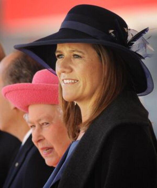 Margarita Zavala vistió un traje sastre azul, abrigo y un sombrero.