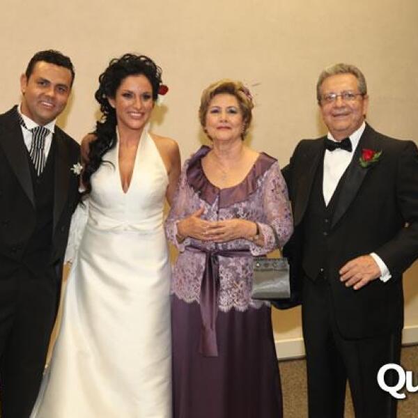 Guillermo Ochoa y Danielle Dithurbide,Ana Maria Millan,Guillermo Ochoa