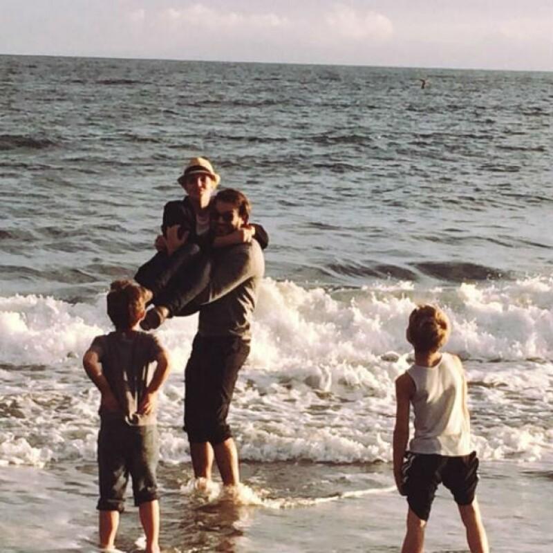 Este fin de semana la artista se dio una escapada a la playa junto a sus hijos Jayden y Sean, pero quien también los acompañó es Charlie Ebersol, actual pareja de la princesa del pop.