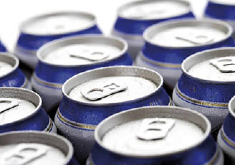 Las bebidas energetizantes que contienen cafeína, son peligrosas si se mezclan con alcohol. (Foto: Photos to go)