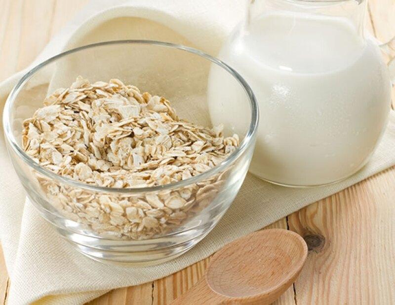 Comer un plato de avena en el desayuno ayudará a que sientas energía durante toda la mañana.