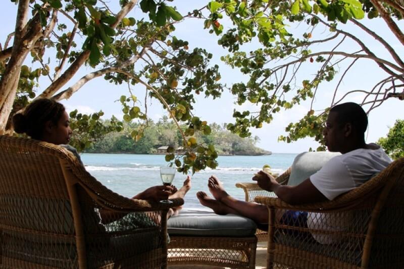 La poderosa pareja viajó a la isla en compañía de Blue Ivy. Es el segundo año consecutivo que festejan su aniversario en este paradisíaco lugar.