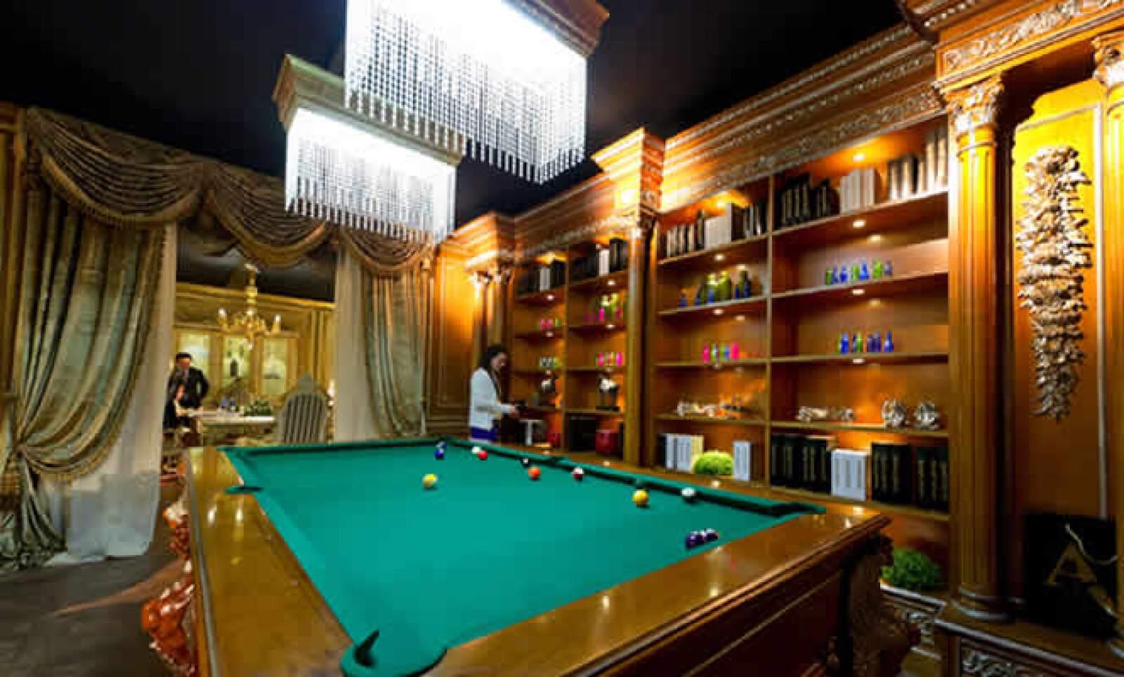 El salón presenta los muebles más vanguardistas, pero nunca deja de lado los clásicos.