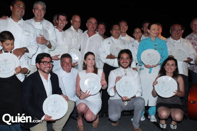 Manuel Rivera, director general de Grupo Expansión, y Carl Emberson, gerente de St Regis Punta Mita, con los chefs y sommeliers invitados a la segunda edición del evento.