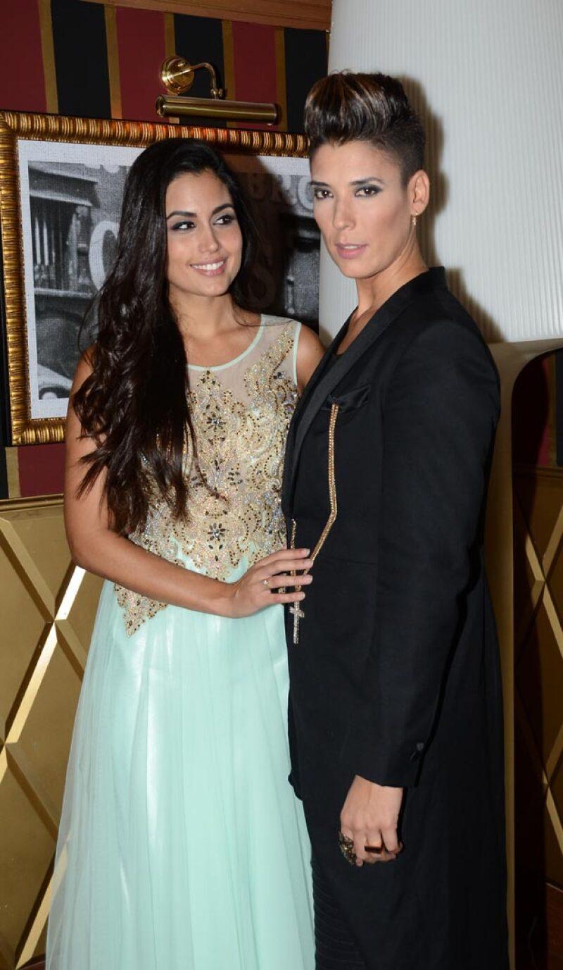Miss España acudió a entregar su corona orgullosamente acompañada de su novia Vanessa.